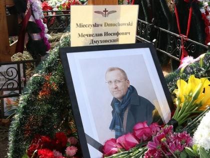 Мечислава Дмуховского похоронили 22 апреля на Троекуровском кладбище // Андрей Струнин / «Собеседник»