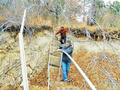 Даже колючая проволока их не останавливает // «Экологическая Вахта по Северному Кавказу»