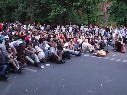 Акция протеста в Ереване // Кадр YouTube