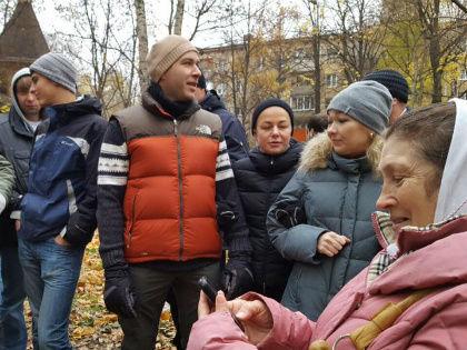 Противостояние местных жителей и сторонников строительства патриаршего подворья в Москве на улице Лодочная // Facebook Елены Патрушевой