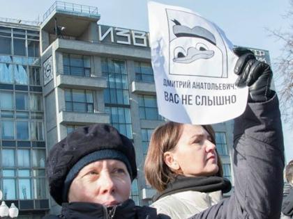 Премьер так и не удосужился ни подтвердить, ни опровергнуть обвинения в свой адрес // Elena Corvus
