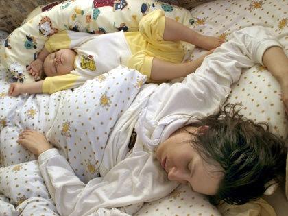 Ученые связали нарушения сна младенцев с детскими проблемами в поведении // Global Look Press