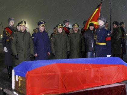 Военное руководство РФ встречает гроб с телом пилота сбитого Су-24 // Вадим Савицкий / Global Look Press