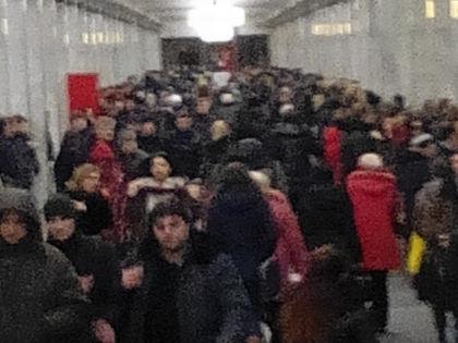 """Столпотворение на """"Академической"""" // Sobesednik.ru"""