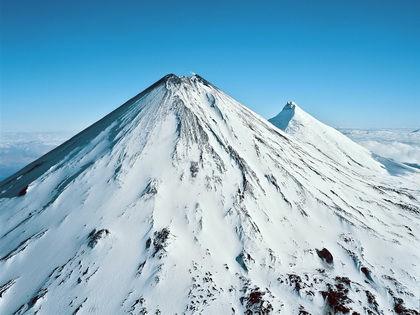 Ключевской вулкан возвышается на 4750 м над уровнем моря // Андрей Нечаев / Russian Look
