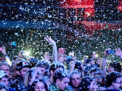 """Рейд наркополицейских на """"Пиратскую станцию"""" подвигнул ФСКН инициировать запрет молодежных концертов // Сайт Radio Record"""