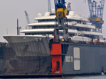 Почему Абрамович решил отремонтировать яхту, неизвестно // Global Look Press