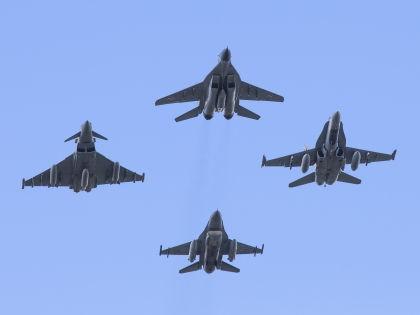 В связи с украинским кризисом НАТО усиливает меры по обеспечению безопасности стран-участниц // Global Look Press
