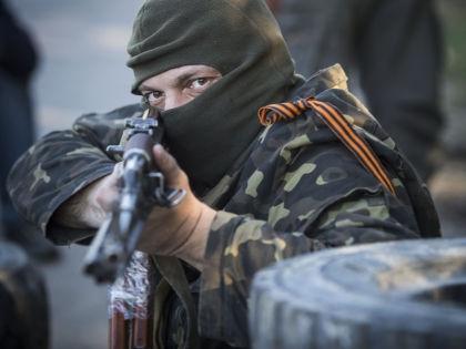 Вооруженные люди перекрывают дорогу в Донецке // Global Look Press