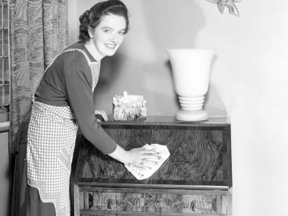 Лакированная мебель смотрится эффектно, но пятна и загрязнения на ней могут испортить все впечатление // Global Look Press