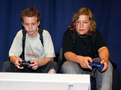 Склонность детей к жестоким видеоиграм зависит от психики родителей // Global Look Press