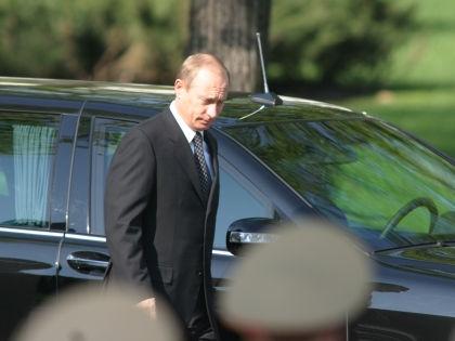 Парламентарии ездить на авто «Кортежа» не будут? // Global Look Press