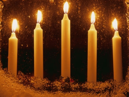 Свечи нужно разместить в самых важных местах в доме // Global Look Press