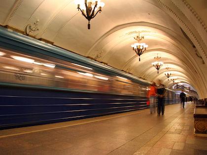 В МВД подтвердили факты падения людей на рельсы в метро //  Global Look