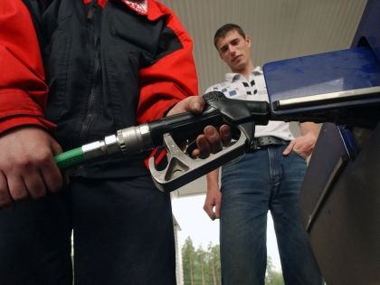 С 1 апреля акцизы на бензин снова вырастут // Александр Щемляев / Global Look Press