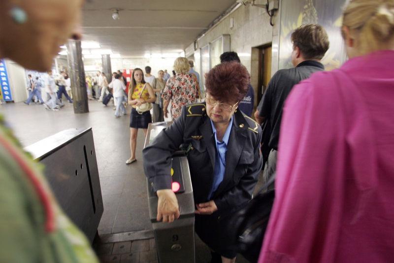 На рельсах метро погибла женщина // Global Look Press