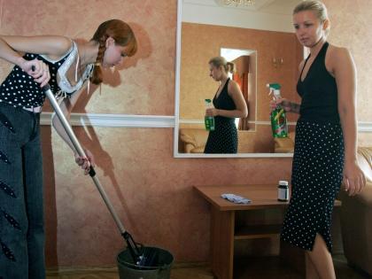 Для мытья полов отлично подойдет всем известная швабра // Global Look Press