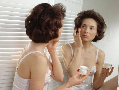 Тональный крем способен придавать лицу сияние и свежесть, если он идеально сочетается с вашей кожей // Global Look Press