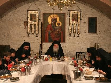 Для православных верующих достаточно соблюдение поста, считает священник // Global Look Press