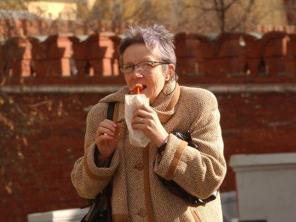 Вредная пища, как правило, недорога – по крайней мере пока ее не обложили еще одним налогом // Антон Кавашкин / Global Look Press