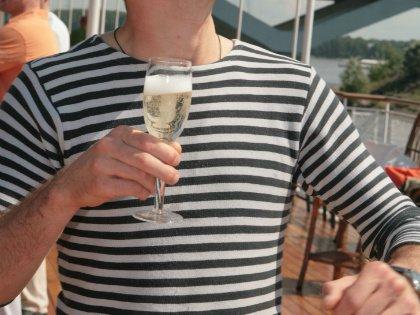 Для большинства людей празднование Нового года подразумевает некое количество алкоголя // Global Look Press