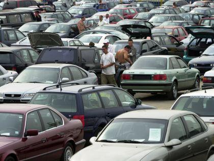 Объем рынка новых легковых автомобилей в России упал на 4,8% к прошлому году // Александр Щемляев / Global Look Press
