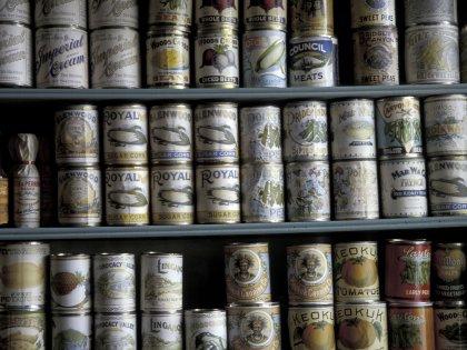 Консервированная пища может грозить гормональными нарушениями и пищевыми отравлениями // Global Look Press