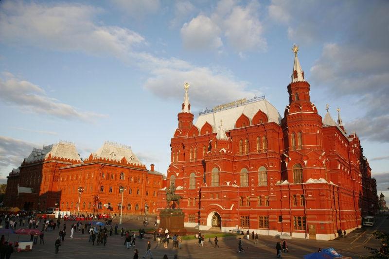 Мосгордума отклонила инициативу замены памятника Жукову на Манежной площади // Global Look Press