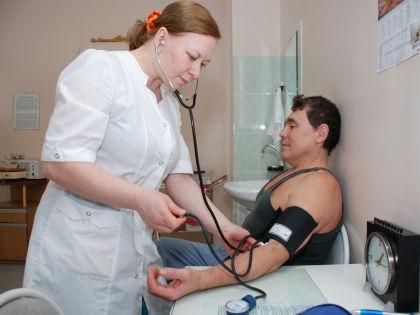 «Здравоохранение не может быть платным для одних и бесплатным для других» // Global Look Press