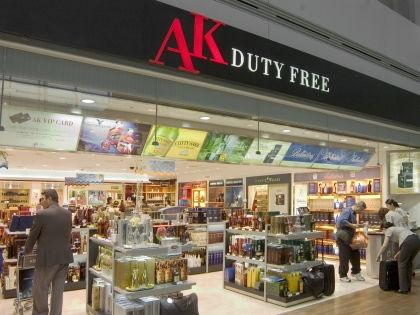 Алкоголь в Duty Free // Global Look Press