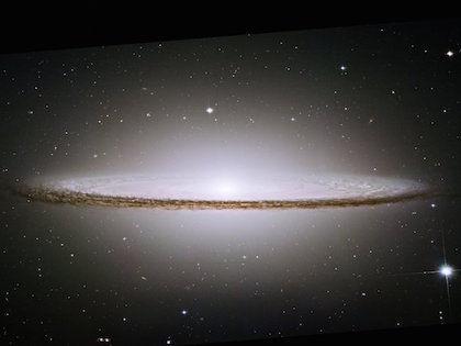 Галактика даёт света в 300 трлн раз больше, чем наше Солнце //  Global Look