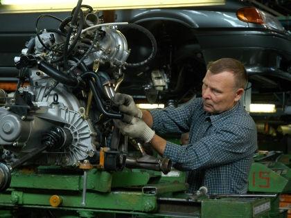 Рабочий на заводе «АвтоВАЗа» // Global Look Press