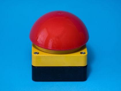 Тревожная кнопка позволит спасти жизнь одиноким старикам // Global Look Press