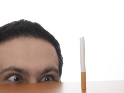 Курение уменьшает пенис // Global Look Press