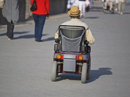 Люди на инвалидных колясках чаще остальных погибают под колесами автомобилей // Global Look Press