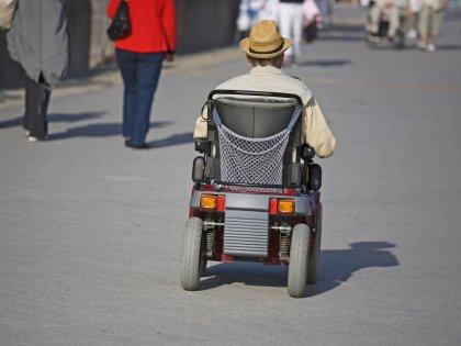 Жар в области ступней и подергивания могут быть признаками рассеянного склероза //  imagebroker.net / Global Look Press