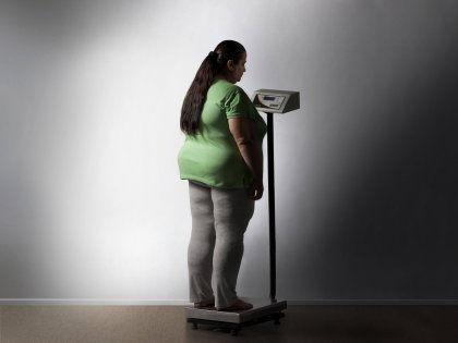 Уверенность в собственной полноте может стать причиной ожирения // Global Look Press