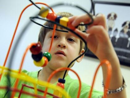Генетические тесты дадут родителям ответ на причину аутизма у их ребенка // Global Look Press