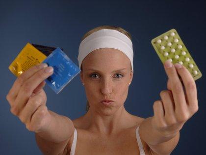 Прием контрацептивов может вызвать выпадение волос и снижение либидо // imagebroker/Bernd Leitner / Global Look Press