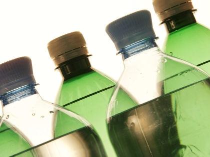 Благодаря использованию ПЭТ-тары можно снизить загрязнение экологии // Global Look Press