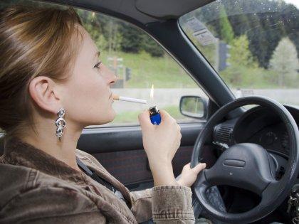 Курение делает женские кости хрупкими, а кожу более морщинистой //  imagebroker.net / Global Look Press
