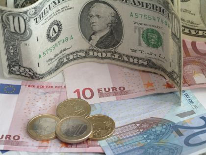 """Доллар и евро: с чем и куда ехать из """"рублевой зоны"""" // Russian Look"""