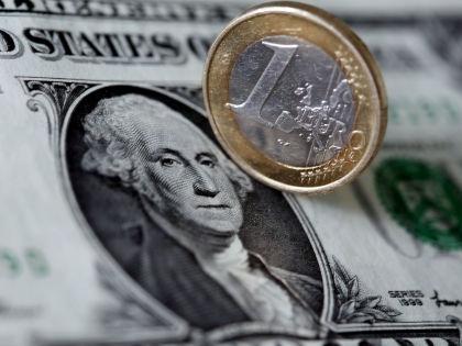 Кризис в Греции заметно повлиял на соотношение курсов доллара и евро // Global Look Press