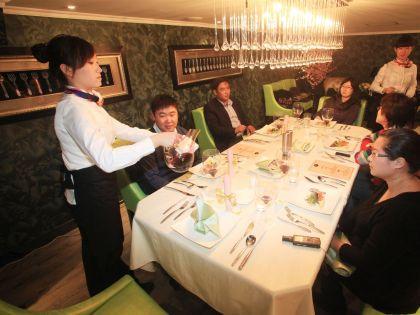 Даже перед самыми опытным путешественником иногда встает вопрос, кому и сколько давать на чай // Wang Huan / Global Look Press