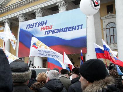 Главная интрига выборов: будет ли в них участвовать Путин? // Global Look Press