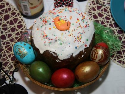 Кулич занимает особое место на пасхальном столе наряду с творожной пасхой и крашеными яйцами // Global Look Press