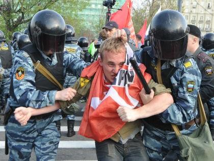 Полиция готовится разгонять митинги после парламентских выборов 2016? // Global Look Press