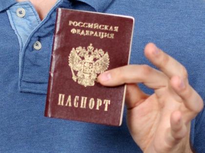 Депутаты ЗакСа Ленинградской области предложили ввести лотерею для иностранцев, призом которого станет вид на жительство в России // Global Look Press