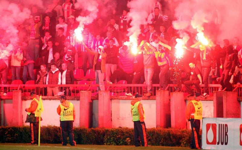 40 полицейских пострадали на матче в Сербии // Global Look Press