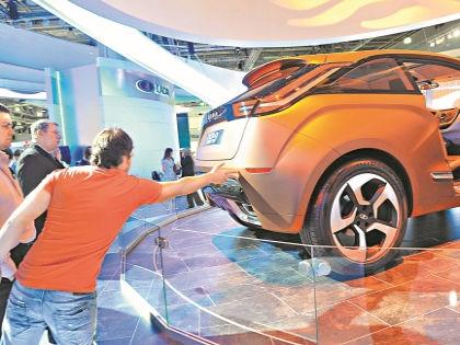 Разобраться, что в выпускаемых в России машинах свое, а что – импортное, сегодня практически невозможно // Global Look Press